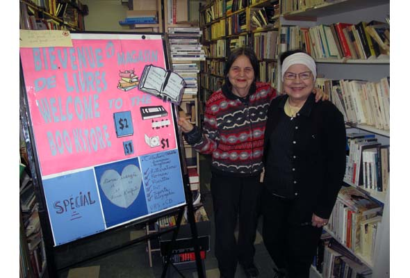 Volunteers Kea Sénécal (left) and Claudette Toutant at the Sun Youth Book Store. (Photo by Nicolas Carpentier)