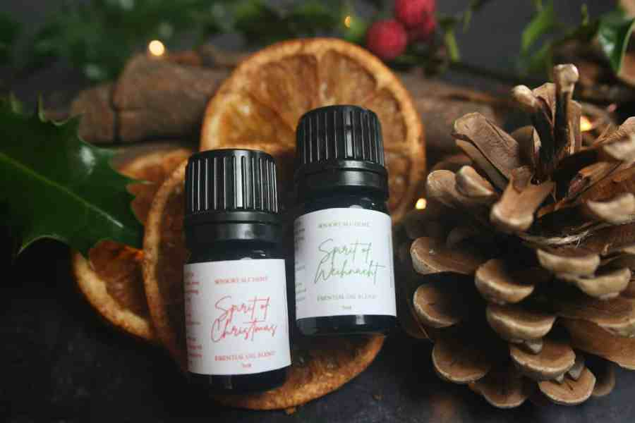 Christmas Essential Oil Blends + 6 Pine Cone Diffusers