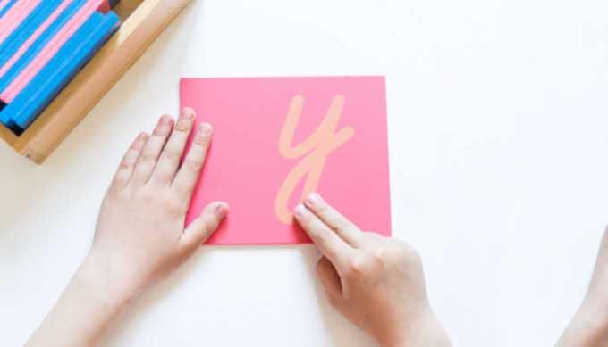 Finger Tracing Montessori