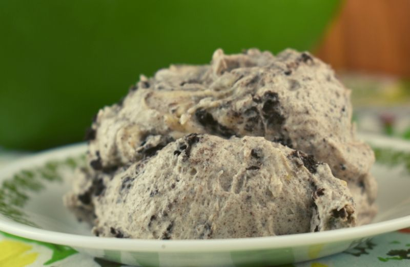 Oreo Fluff is a fail-proof dessert that pleases all crowds. Instant vanilla pudding and Cool Whip give a light, creamy texture while the combination of Oreo cookies and cream cheese lend to a decadent, rich flavor. Put them together and you've got a home-run dessert.