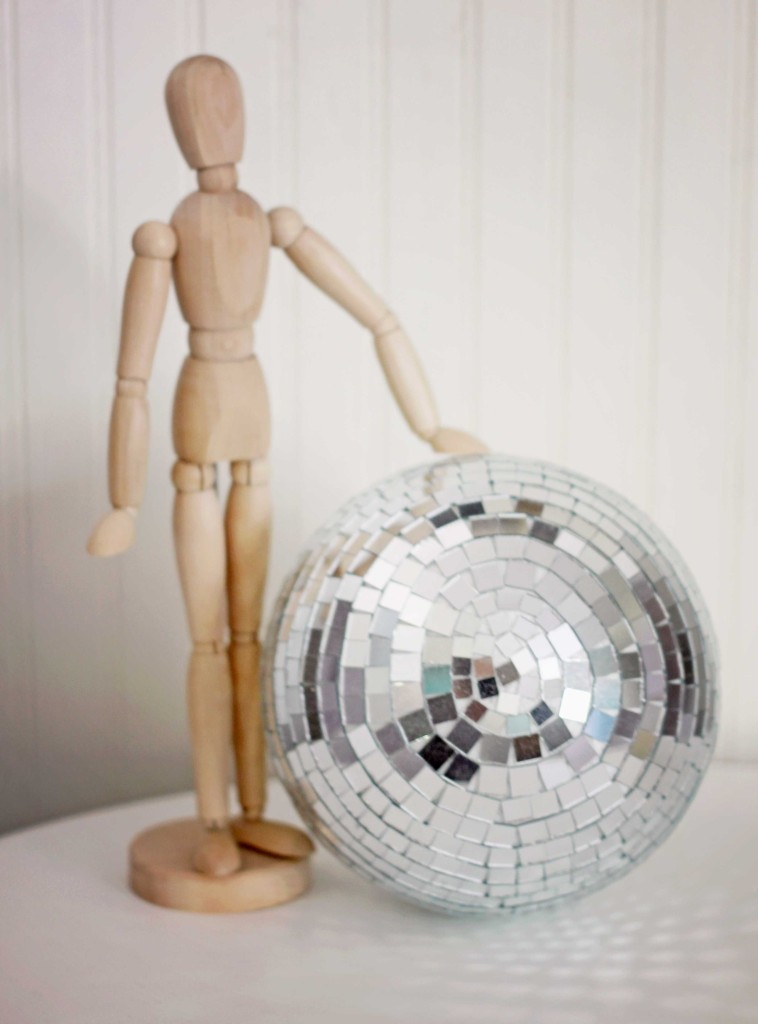 shabby-creek-disco-ball-vignette