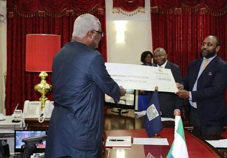 John Sisay hands twenty five million dollars to president Koroma Nov 2016