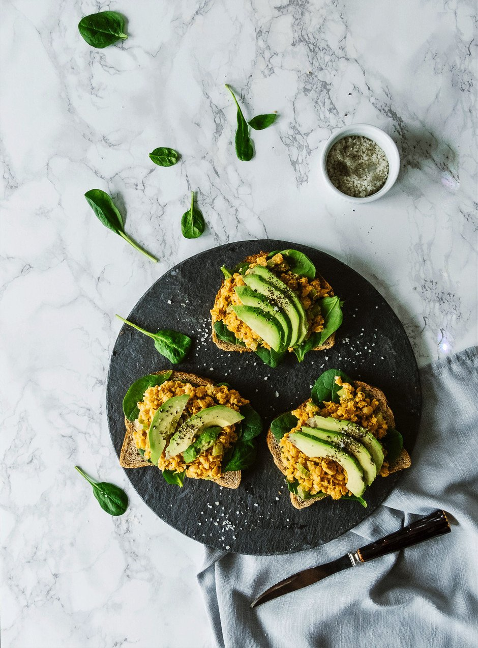 Chickpea 'tuna' on rye - the simple green