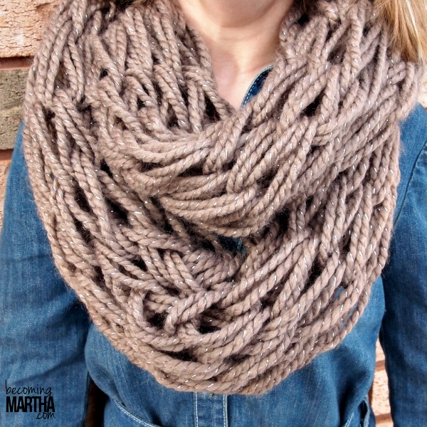 Arm Knitting a Chunky Infinity Scarf is easy and quick!
