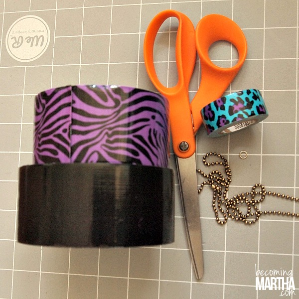 5 Minute Duck Tape Necklace - Duck Tape is a great crafting medium for kids and it's not very messy!