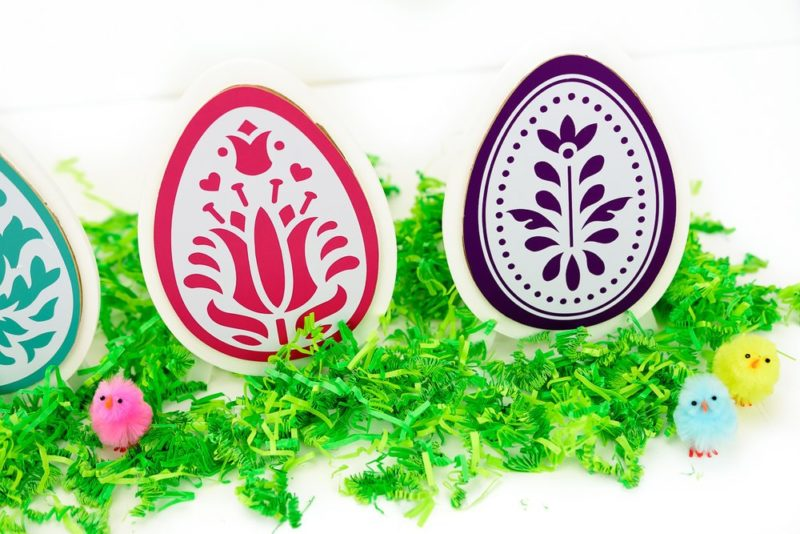 Cricut Easter Crafts with Premade Wooden Eggs and Vinyl