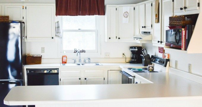 7 Realistic Ways to Keep Your Kitchen Countertops Clutter-Free