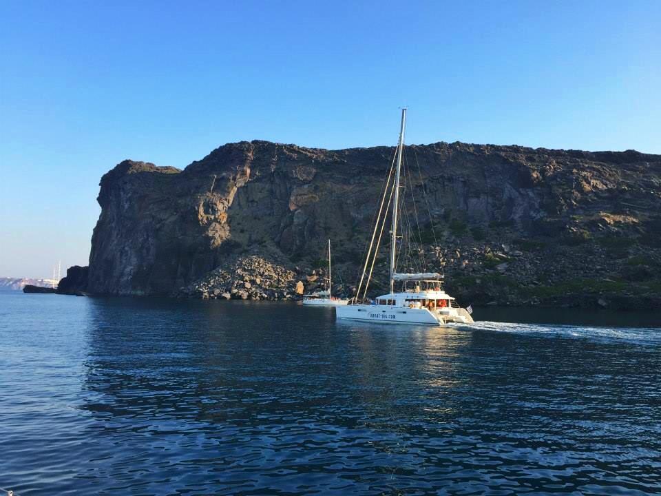 Santorini boat 1