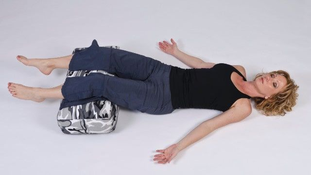 sleeping with a pillow under your feet