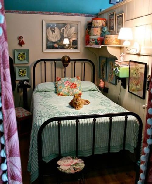 18 Retro Themed Bedroom Design Ideas | The Sleep Judge