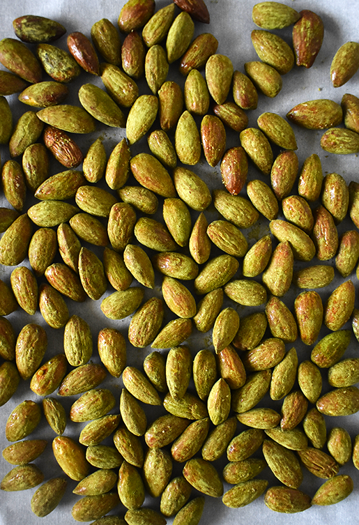 Honey Matcha Roasted Almonds | The Small Town Foodie