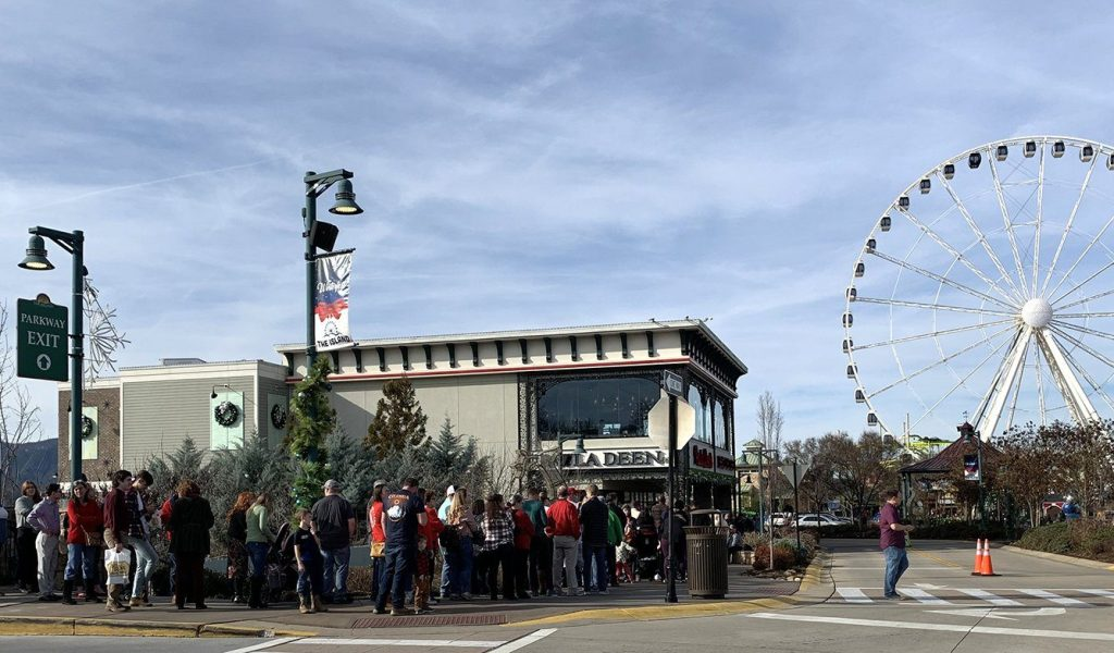 The line wrapped around Paula Deen's Family Kitchen on Christmas Day (Photo by Morgan Overholt/TheSmokies.com)