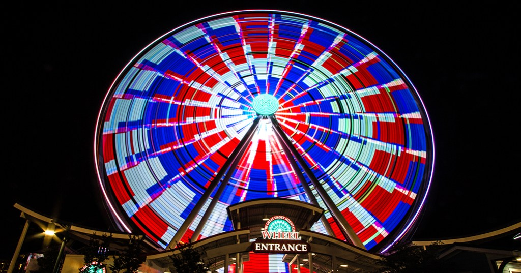 Ferris Wheel in Pigeon Forge at night