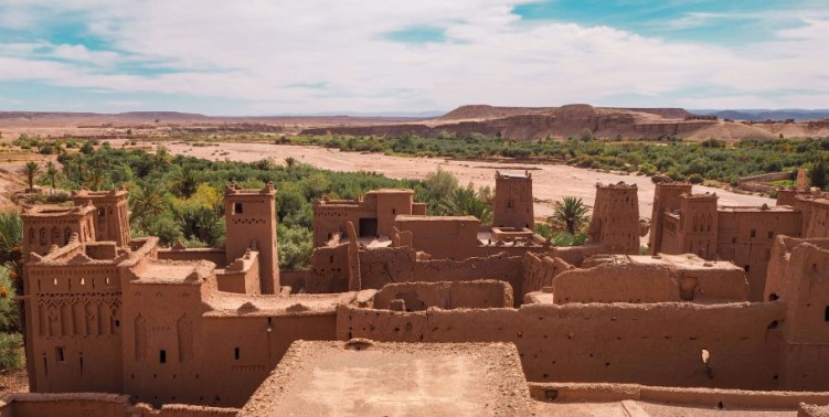 a view over the mud-walled village and a UNESCO world heritage site, Ait Ben Haddou
