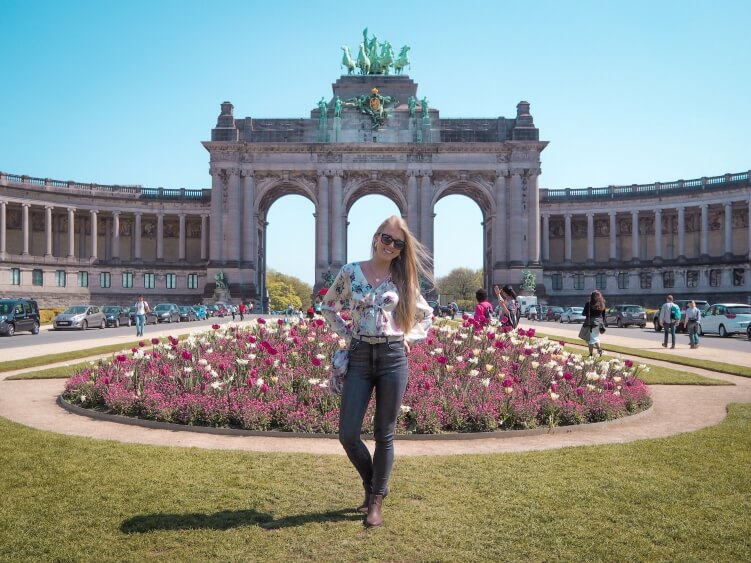 A view of purple blooming tulips and the triumphal arch in Parc du Cinquantenaire, one of the best parks in Brussels