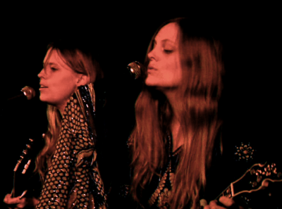 The Chapin Sisters at the Media Club, Dec 12 2009. Emmanuelle Prompt photo