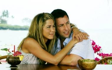 Jennifer Aniston and Adam Sandler in Just Go With It.