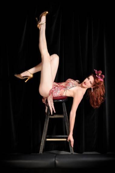 Burlesque Dancer Burgundy Brixx