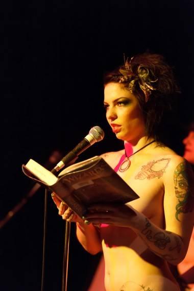 Naked Girls Reading Neil Gaiman