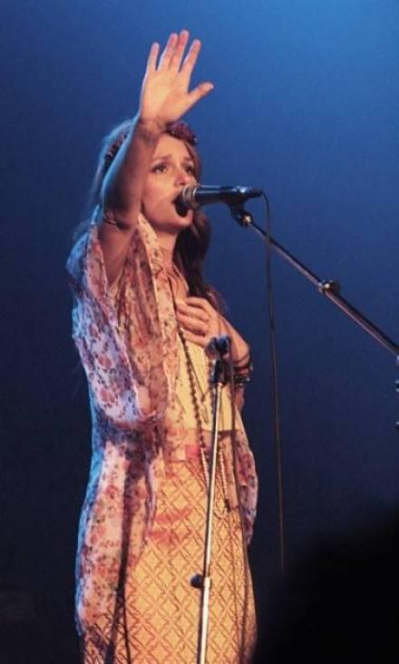 Leighton Meester concert photo
