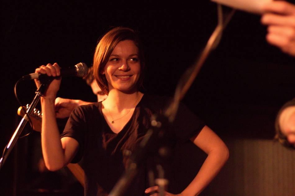 Binki Shapiro photo