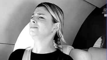 Emma Marrone terrorizzata in aereo: la cantante bloccata dalla paura, il video su Instagram