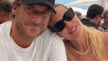 Francesco Totti e Ilary Blasi turisti a Mosca, il viaggio in famiglia condiviso sui social