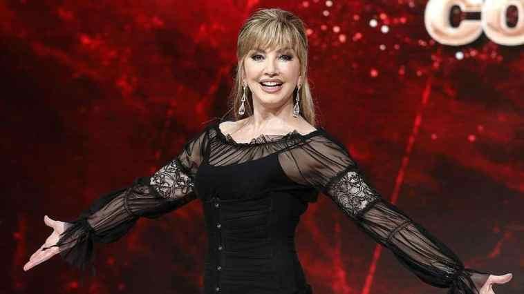 Ballando con le Stelle stasera in tv con l'omaggio a Raffaella Carrà: concorrenti e primo ballerino per una notte