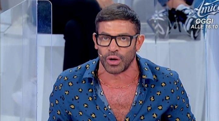 """Gianni Sperti lapidario su Biagio Di Maro: """"A te interessa quello"""". Commento della puntata del 12 ottobre"""