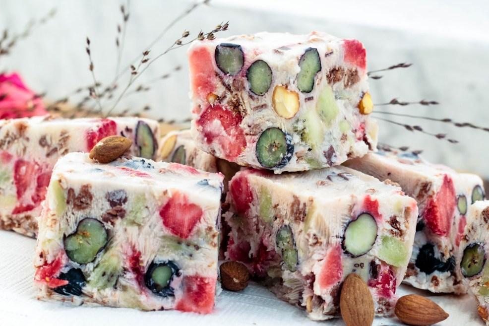 frozen-yogurt-frunuts-bars-sophisticated-sisters-lifestyle-food-blog-vienna-austria-5-von-6