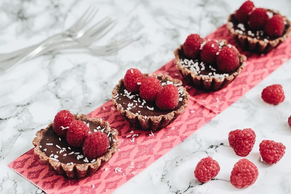 Frisch und fruchtig: Leckere Chocolate Raspberry Tartelettes