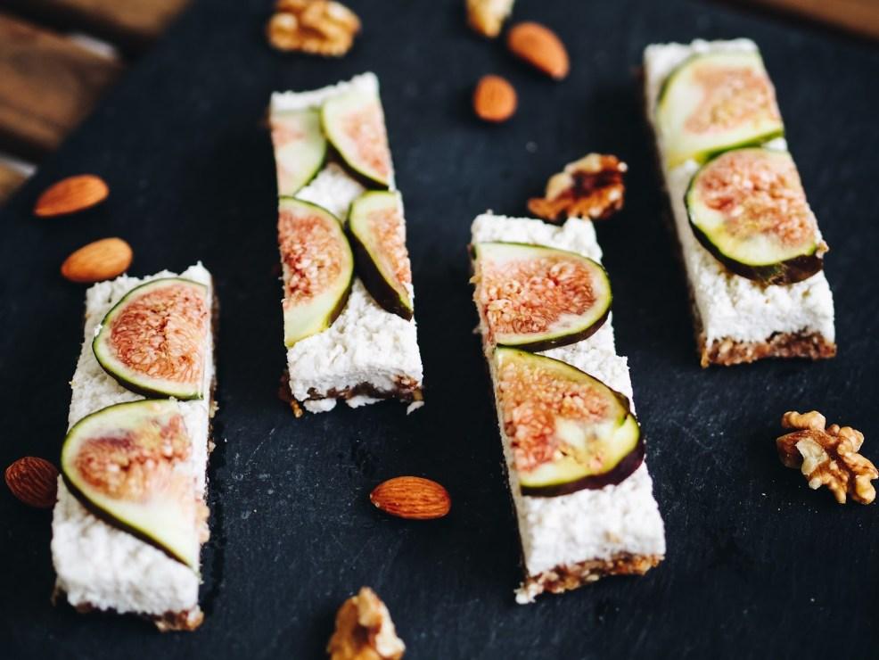Raw Vegan Coconut Fig Bars - Energy Bars selber machen