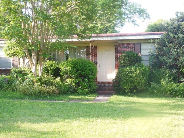 3 bed, 2 bath, great first-time buyer home with central heating and air and both hardwood and carpet flooring.