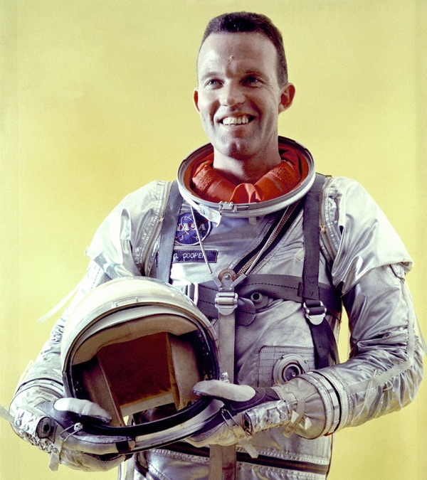 The Space Review: Loss of faith: Gordon Cooper's post-NASA stories