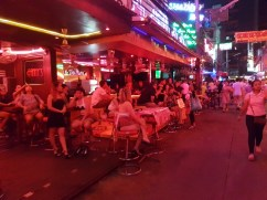 Soi Cowboy warming up for the night