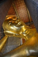 Gigantic reclining Buddha at Wat Pho