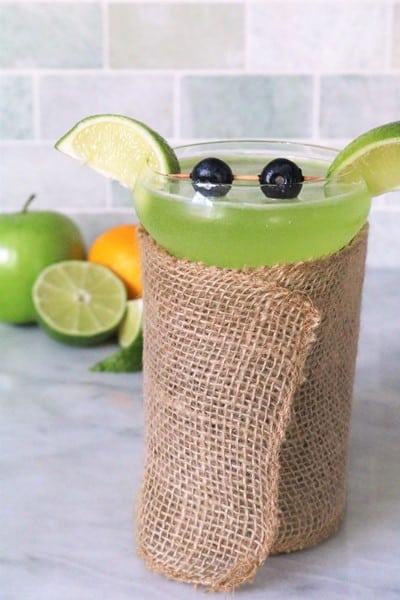 Baby Yoda Cocktail #starwars #sourapple