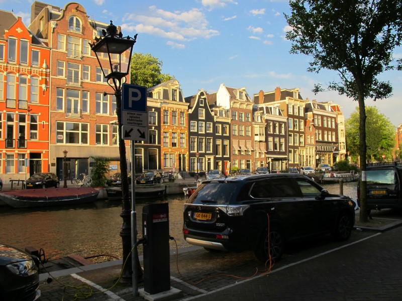 Electric car charger at the  17th century canal 'Herengracht'