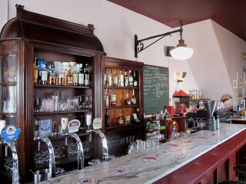 A typical 'bruine kroeg' (pub), with a wide variety of beers.