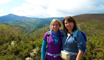 Camino de Santiago mom and daughter pilgrims