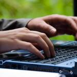 tastatur-Haende-Notebook-Computer