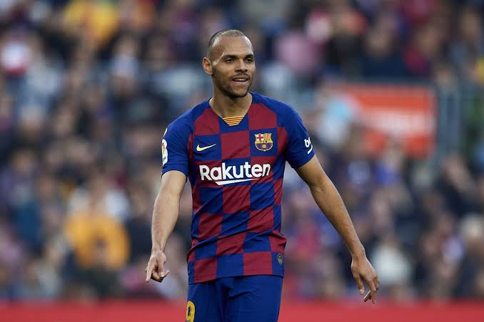 Watch: Barcelona forward Martin Braithwaite stops his car to take selfie with a wheelchaired fan - THE SPORTS ROOM