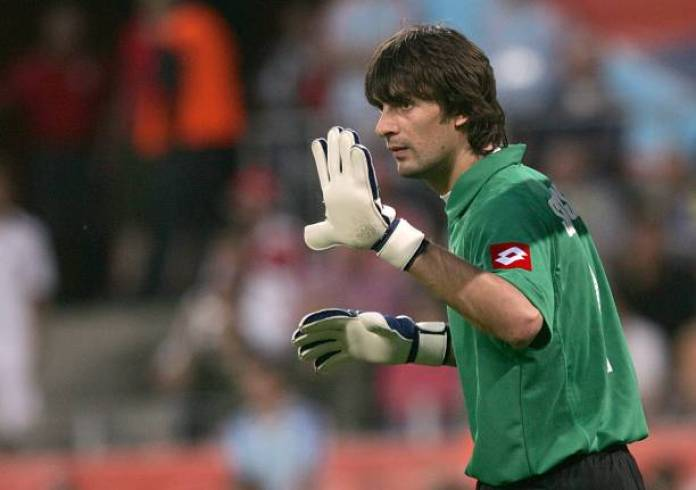 After the COVID blow, Ukraine is bringing in a 45-year old retired goalkeeper to face France! - THE SPORTS ROOM