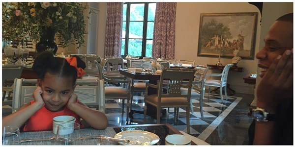 beyonce blue ivy vacation pic