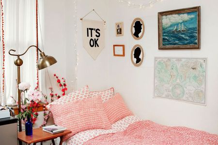 13 Easy Dorm Decorating Ideas Vintage dorm room decor