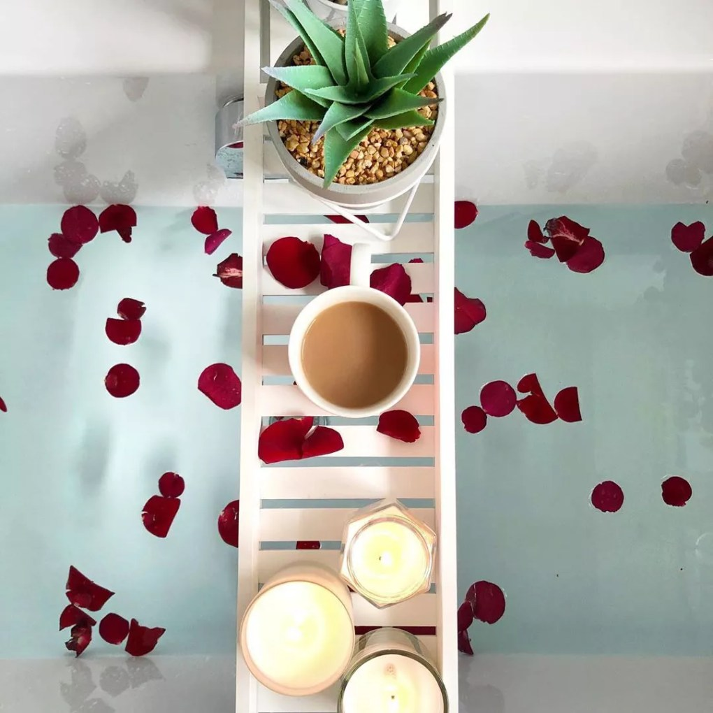 Bathtub with candles and roses