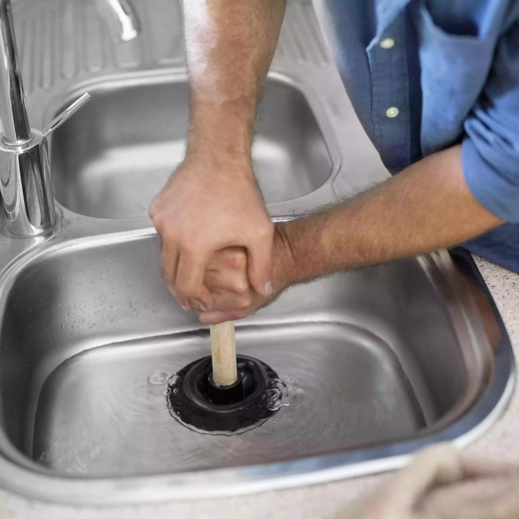 Thợ sửa ống nước thông tắc bồn rửa nhà bếp