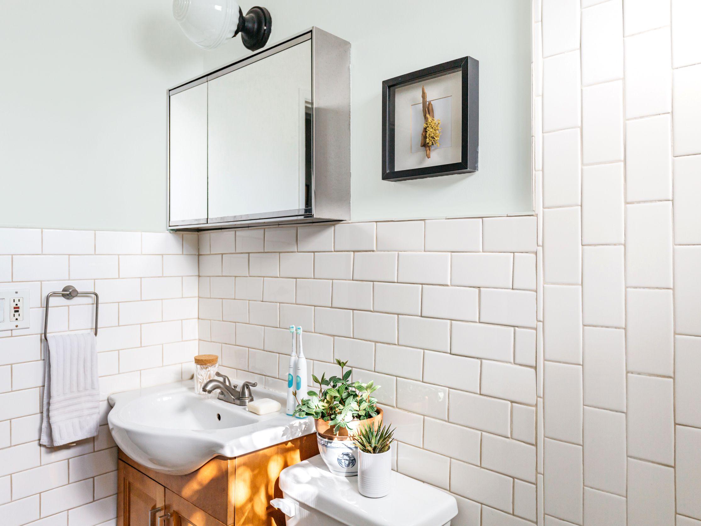 paint color ideas for a small bathroom