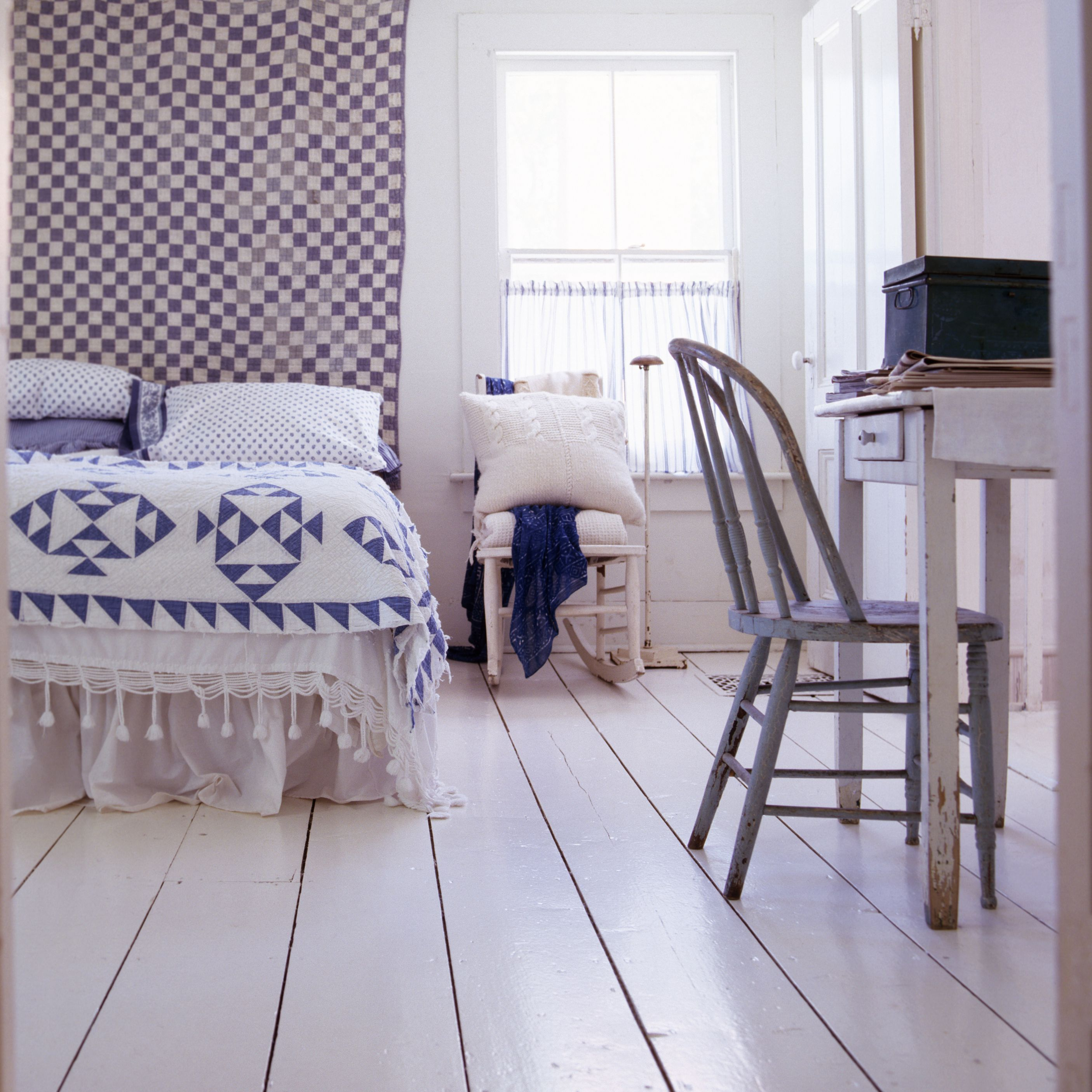 decorating a country style bedroom