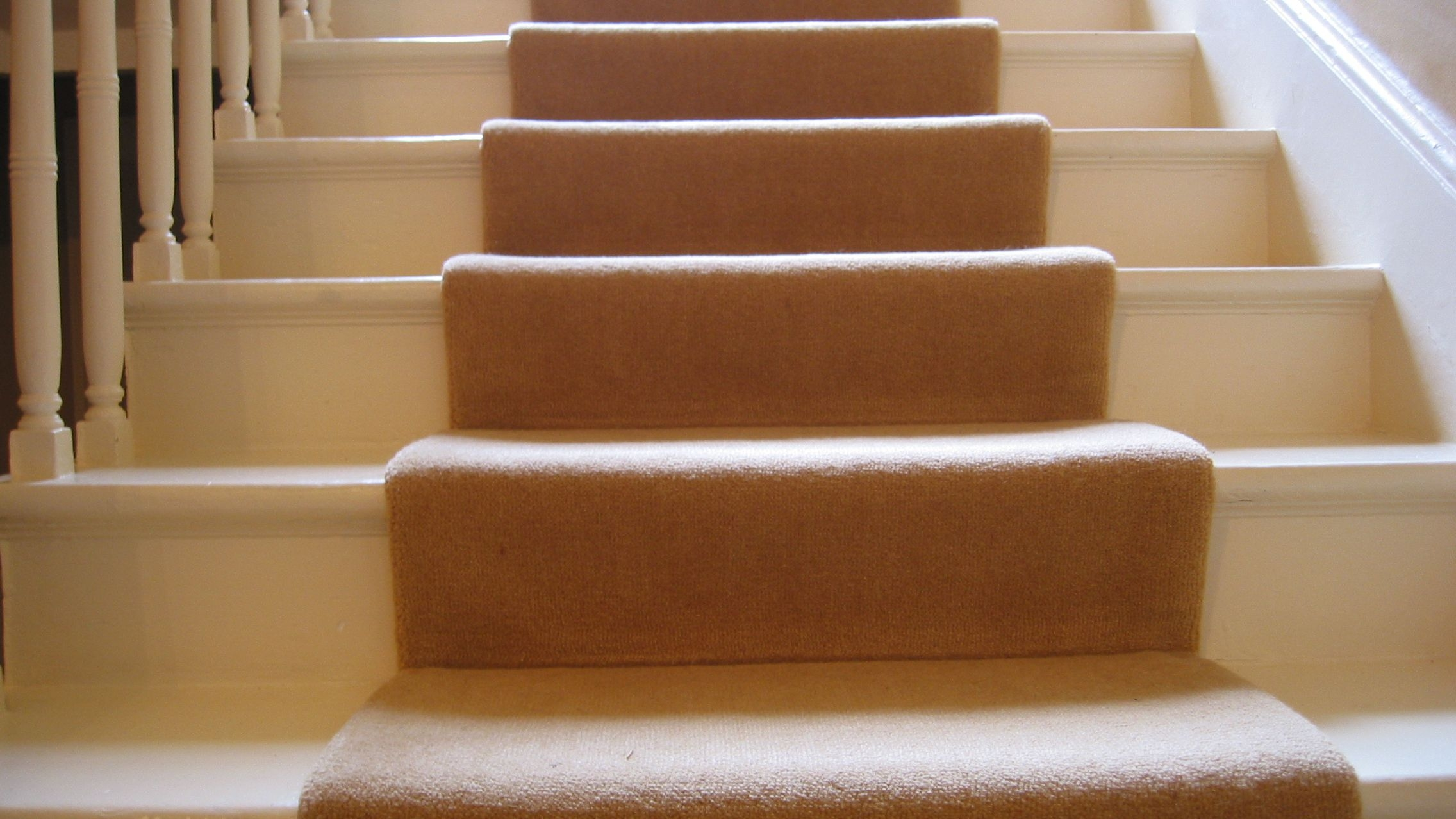 Guide To Choosing A Carpet Runner For Stairs | Ready Made Wooden Steps | Stair Treads | Staircase | Deck Stairs | Composite | Stair Stringer